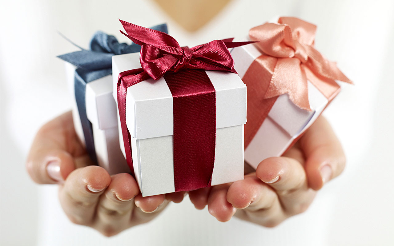 Pampering Gift Ideas Online For Beloved Mom To Honor Her